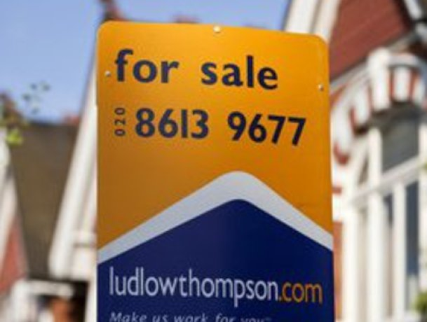 London house prices up 10% on 2009