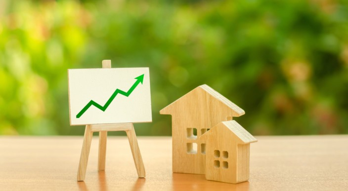 Supply shortage drives the prices of houses in London up 2.4% providing an opportunity for sellers to maximise price